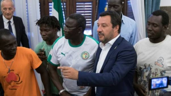 Italie : Salvini visé par la justice, les migrants du Diciotti libres de débarquer