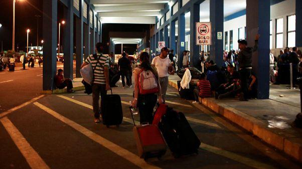 Hundreds of Venezuelan migrants enter Peru despite passport rule