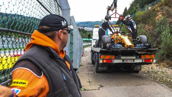 Gp Belgio: incidente al via, safety car
