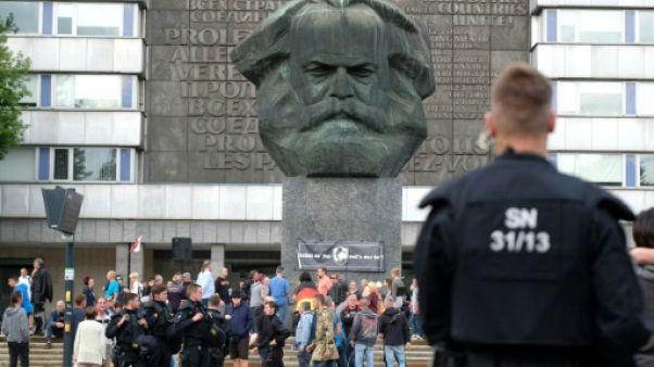 """Allemagne: des blessés lors d'un défilé de l'extrême droite après une """"chasse"""" aux étrangers"""