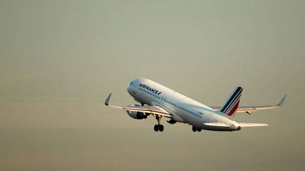 Air France unions press pay demands, stop short of strike call