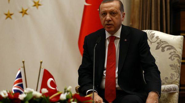 تلفزيون: أردوغان وماي يبحثان العلاقات الاقتصادية والتجارية والاستثمارات