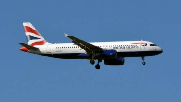 Un Airbus A320 de British Airways au-dessus de Toulouse (France)