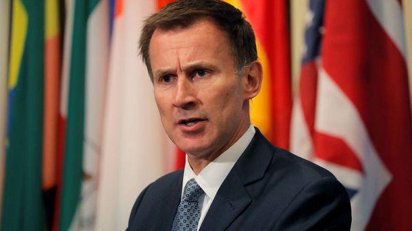وزير خارجية بريطانيا يزور ميانمار للحصول على إجابات بشأن مقتل الروهينجا