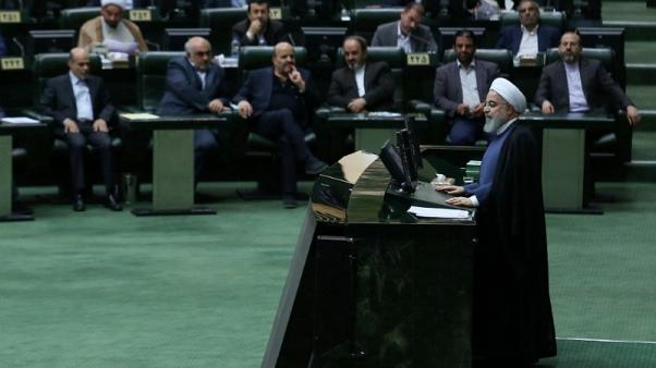 البرلمان الإيراني يحمل روحاني مسؤولية المشكلات الاقتصادية