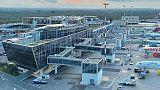 Bimbo muore in aereo, atterraggio a Bari