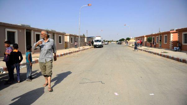 آلاف السوريين يبدأون العودة إلى داريا