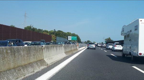 A14, code e rallentamenti sud Marche
