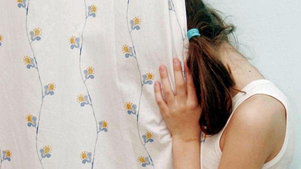 Violenza sessuale su minori, un arresto