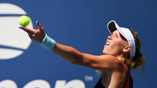 Wozniacki breezes past sloppy Stosur at U.S. Open