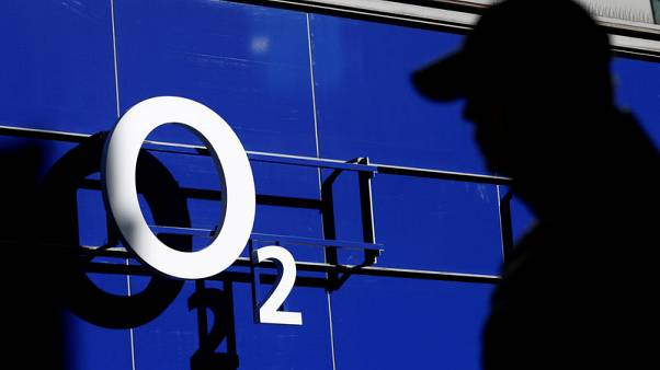 Britain's O2 allows customers to choose smartphone pay back terms