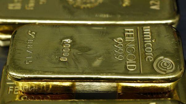 الذهب يرتفع في المعاملات الفورية لكن عقود ديسمبر تهبط بفعل توقعات رفع الفائدة