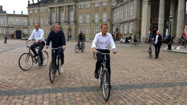 Le Tour de France partira bientôt du Danemark, assure Macron, à vélo dans Copenhague