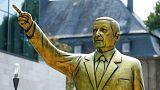 ألمانيا تزيل تمثالا ذهبيا لأردوغان إثر احتجاجات