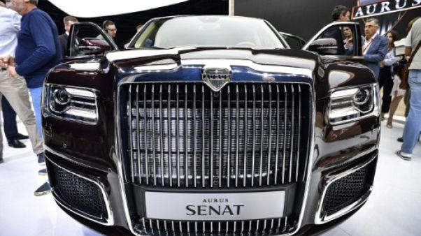 """Les limousines """"made in Russia"""" lancées sur le marché"""
