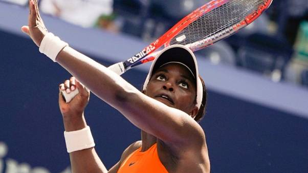 Stephens survives scare to reach third round in New York