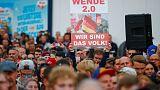 """محتجون مناهضون للهجرة في ألمانيا يهتفون """"المقاومة"""" بعد مقتل شخص"""