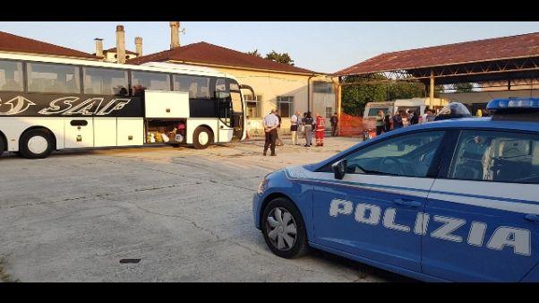 Migranti: cinquanta trasferiti da Udine