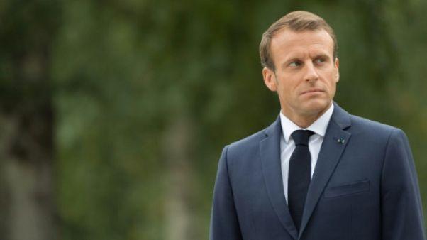 """""""Un pont s'effondre, c'est l'Europe"""" : Macron raille les """"démagogues nationalistes"""""""