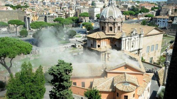Crollo tetto chiesa al Foro romano