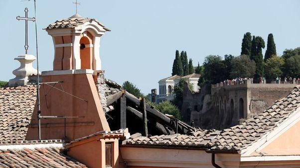 انهيار سقف كنيسة تاريخية في وسط روما