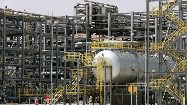 النفط يهبط متأثرا بالحروب التجارية لكن عقوبات إيران الوشيكة تكبح الخسائر