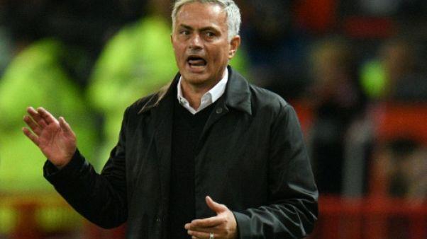 Angleterre: Mourinho au feu orange