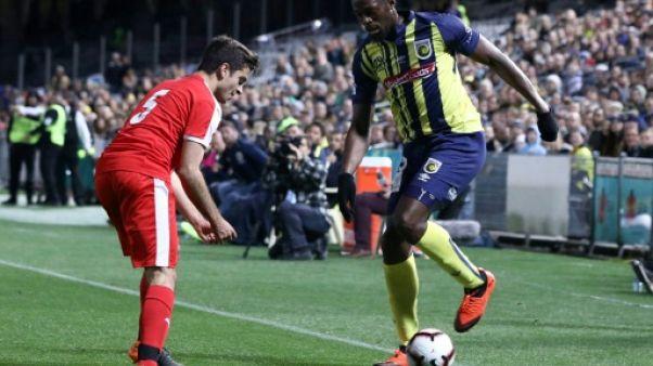 Australie: Usain Bolt fait ses débuts de footballeur, mais manque de rythme