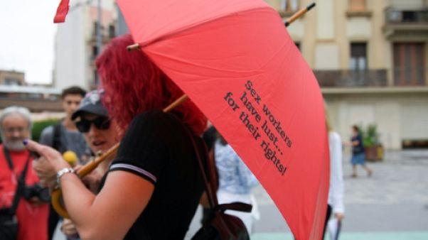 """Espagne : les """"travailleuses du sexe"""" défendent leur syndicat menacé par le gouvernement"""