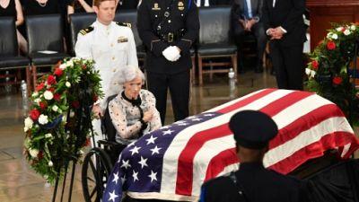 A 106 ans, la mère de John McCain lui fait un adieu stoïque au Capitole