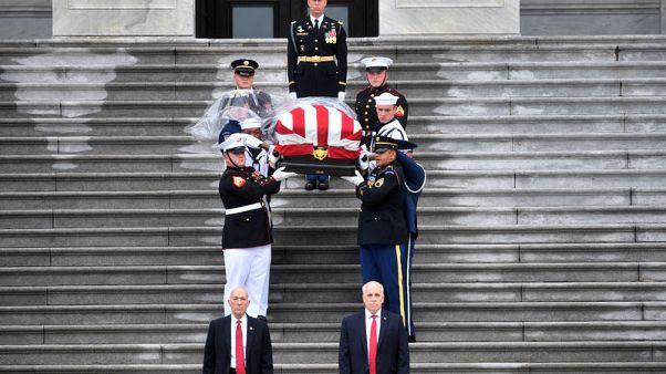 أوباما وبوش يشاركان في مراسم تشييع منافسهما السابق مكين في واشنطن