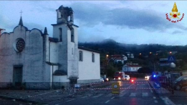 Fulmine abbatte campanile nello Spezzino