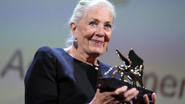 الممثلة فانيسا ريدجريف: أدعم المخرجات لكن التعامل مع بعضهن صعب