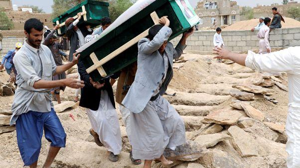 التحالف بقيادة السعودية يقر بأن ضربة جوية على حافلة في اليمن لم تكن مبررة