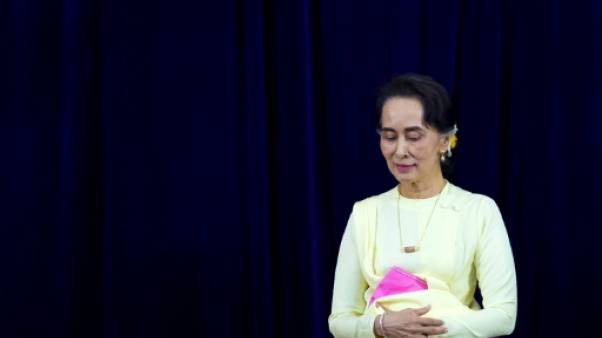 Aung San Suu Kyi devant des étudiants à Rangoun, le 28 août 2018