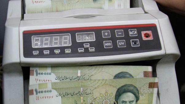 موقع: ريال إيران يسجل مستوى قياسيا منخفضا عند 128 ألفا للدولار