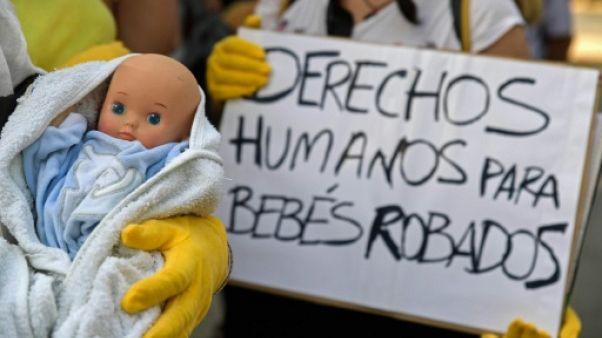 """Espagne: fin des plaidoiries au premier procès des """"bébés volés"""" du franquisme"""