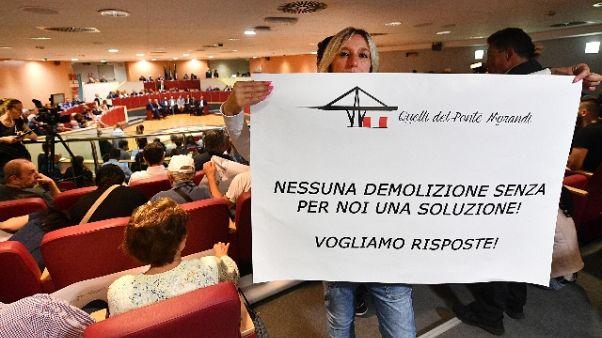 Ira sfollati Genova a politici, rispetto
