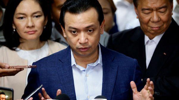 الرئيس الفلبيني يلغي عفوا عن أحد معارضيه ويأمر باعتقاله