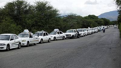 Venezuelan drivers face long lines for fuel as new payment system flops
