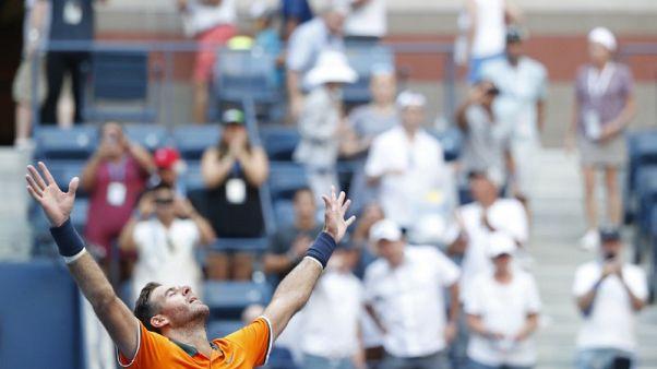Del Potro beats Isner and heat to reach U.S. Open semis