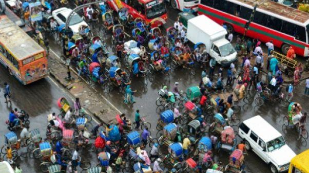 Une intersection à Dacca, le 23 juillet 2017