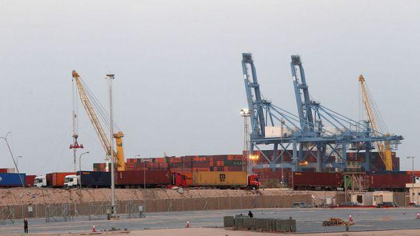 تعليق العمليات في ميناء أم قصر العراقي والمحتجون يغلقون المدخل