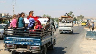 Craignant un assaut du régime, des centaines de Syriens fuient Idleb