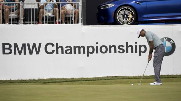 Woods cards 62 in first round of BMW Championship
