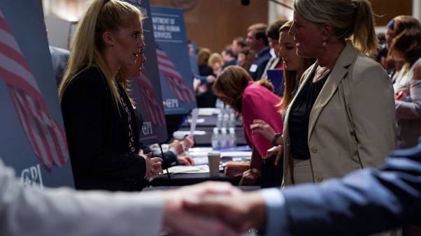 U.S. job growth seen picking up, unemployment rate falling