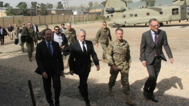 Mattis en visite surprise en Afghanistan pour parler processus de paix