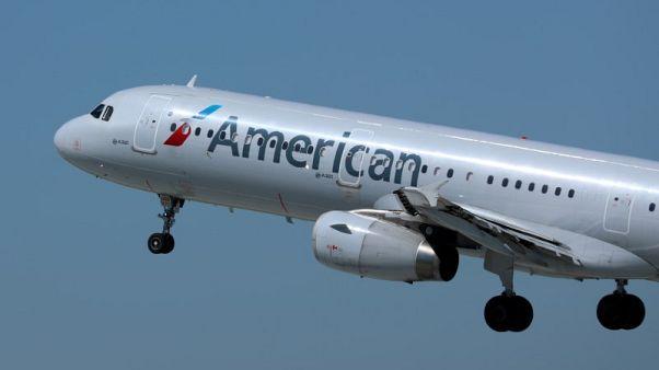 الكشف الطبي على ركاب وأفراد طاقم طائرتين بعد حالات إعياء