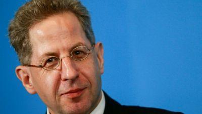 """Merkel dans l'embarras, les """"chasses"""" aux étrangers remises en cause"""