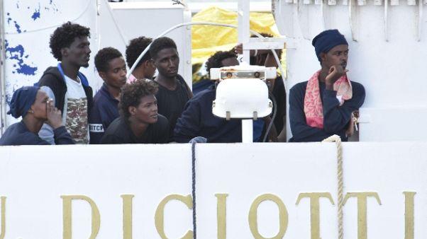 """""""Cercano migranti Diciotti"""",17 prelevati"""